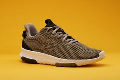 Καφετί αθλητικό παπούτσι για το τρέξιμο Στοκ φωτογραφία με δικαίωμα ελεύθερης χρήσης