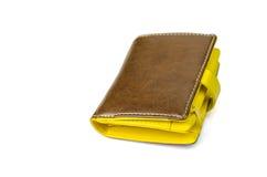Καφετί και κίτρινο πορτοφόλι Στοκ φωτογραφία με δικαίωμα ελεύθερης χρήσης