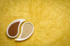 Καφετί και σιτάρι ελεφαντόδοντου teff στοκ φωτογραφία με δικαίωμα ελεύθερης χρήσης
