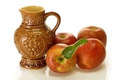 καφετί κρασί κανατών μήλων Στοκ φωτογραφία με δικαίωμα ελεύθερης χρήσης