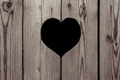 Καφετί ξύλινο υπόβαθρο με μια καρδιά ζωηρόχρωμος λεπτομέρειας εξωτερικός τρύγος σύστασης σπιτιών παλαιός Στοκ Εικόνες