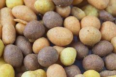 Καφετί πορτοκαλί πρόχειρο φαγητό μπύρας, καρύδια σε ένα τριζάτο Shell-1 στοκ φωτογραφία με δικαίωμα ελεύθερης χρήσης