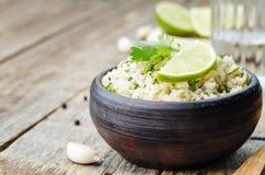 Καφετί ρύζι σκόρδου ασβέστη Cilantro Στοκ Φωτογραφία