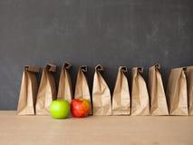 Καφετί σχολικό μεσημεριανό γεύμα τσαντών Στοκ φωτογραφία με δικαίωμα ελεύθερης χρήσης