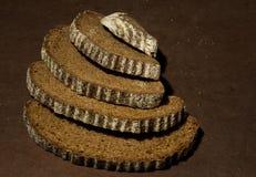 Καφετί τεμαχισμένο σίκαλη ψωμί στοκ φωτογραφίες με δικαίωμα ελεύθερης χρήσης