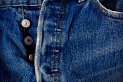 Καφετί τζιν ραφών και ασημένια τζιν κουμπιών και παλαιό στενό σε επάνω σύστασης τζιν τζιν παντελόνι στοκ φωτογραφίες με δικαίωμα ελεύθερης χρήσης