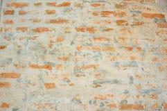 Καφετί τούβλο στον τοίχο τσιμέντου στοκ εικόνα με δικαίωμα ελεύθερης χρήσης