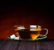 Καφετί τσάι στο φλυτζάνι Στοκ φωτογραφία με δικαίωμα ελεύθερης χρήσης