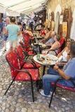 Καφετερίες στην αρχαία πόλη mostar σε Βοσνία-Ερζεγοβίνη στοκ εικόνα με δικαίωμα ελεύθερης χρήσης