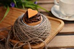 Καφετιά αγάπη CupCake χρώματος στοκ εικόνες με δικαίωμα ελεύθερης χρήσης