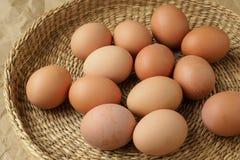 καφετιά αυγά καλαθιών διαιτητικά προϊόντα Στοκ Φωτογραφίες