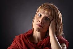 καφετιά γυναίκα σαλιών Στοκ εικόνες με δικαίωμα ελεύθερης χρήσης