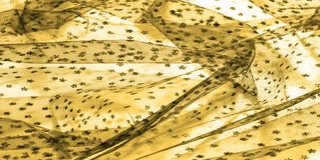 καφετιά δαντέλλα στο άσπρο υπόβαθρο που εισάγει την καινοτομία της δαντέλλας μ στοκ εικόνα