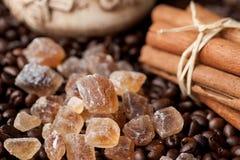 καφετιά ζάχαρη καφέ κανέλας καλάμων Στοκ εικόνα με δικαίωμα ελεύθερης χρήσης