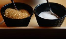 Καφετιά και άσπρη ζάχαρη Στοκ Εικόνες