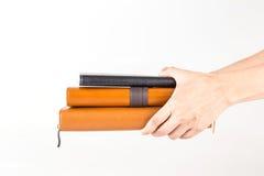 Καφετιά και μαύρα βιβλία ημερολογίων δέρματος υπό εξέταση στοκ φωτογραφία με δικαίωμα ελεύθερης χρήσης