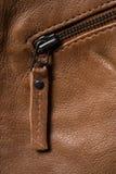 Καφετιά κατασκευασμένα φερμουάρ σακακιών δέρματος Στοκ εικόνα με δικαίωμα ελεύθερης χρήσης