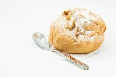 Καφετιά κρέμα choux και κουτάλι Στοκ εικόνα με δικαίωμα ελεύθερης χρήσης