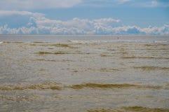 Καφετιά κύματα των σύννεφων της θάλασσας της Βαλτικής και σωρειτών Στοκ φωτογραφίες με δικαίωμα ελεύθερης χρήσης