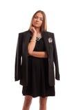 Καφετιά μαλλιαρή νέα γυναίκα που έχει μια βέβαια τοποθέτηση Στοκ εικόνα με δικαίωμα ελεύθερης χρήσης