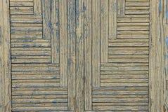 Καφετιά ξύλινη σύσταση των λεπτών πινάκων στην πόρτα Στοκ Φωτογραφία