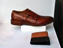 καφετιά παπούτσια ατόμων δέ& Στοκ Φωτογραφία