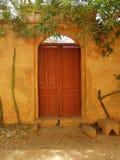 καφετιά πόρτα στοκ εικόνα με δικαίωμα ελεύθερης χρήσης