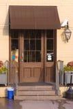 καφετιά πόρτα Στοκ φωτογραφία με δικαίωμα ελεύθερης χρήσης