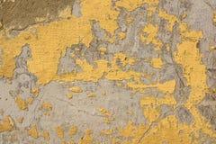 Καφετιά ραγισμένη ζωγραφική στην γκρίζα συγκεκριμένη επιφάνεια Στοκ Φωτογραφίες