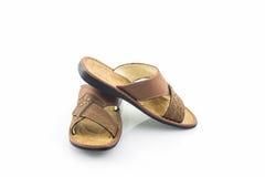Καφετιά σανδάλια δέρματος ατόμων ή παπούτσια πτώσης κτυπήματος Στοκ Εικόνες