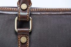 Καφετιά τσάντα δέρματος κουμπιών Στοκ φωτογραφίες με δικαίωμα ελεύθερης χρήσης