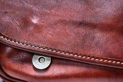Καφετιά τσάντα δέρματος κουμπιών Στοκ εικόνες με δικαίωμα ελεύθερης χρήσης