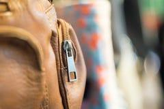 Καφετιά τσάντα φερμουάρ Στοκ φωτογραφία με δικαίωμα ελεύθερης χρήσης