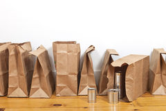 Καφετιά τσάντες και δοχεία κασσίτερου Στοκ Εικόνα