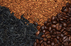 Καφετιά φασόλια καφέ και στιγμιαίος καφές στοκ εικόνα με δικαίωμα ελεύθερης χρήσης