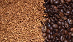 Καφετιά φασόλια καφέ και στιγμιαίος καφές στοκ εικόνα