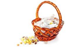 καφετιές βιταμίνες χαπιών &k Στοκ φωτογραφία με δικαίωμα ελεύθερης χρήσης