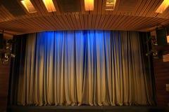 Καφετιές κουρτίνες στο θέατρο Στοκ φωτογραφίες με δικαίωμα ελεύθερης χρήσης