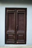 Καφετιές ξύλινες πόρτες στοκ φωτογραφίες