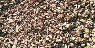 Καφετιές πέτρες αργίλου στον άγριο λόφο Στοκ εικόνες με δικαίωμα ελεύθερης χρήσης