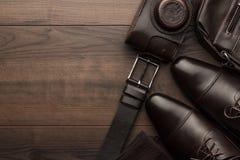 Καφετιές παπούτσια, ζώνη, κάλτσες και κάμερα ταινιών Στοκ Εικόνες