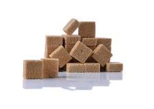 Καφετιοί κύβοι ζάχαρης καλάμων Στοκ Φωτογραφία