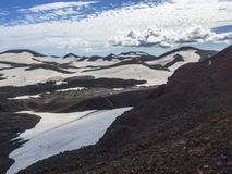 Καφετιοί τομείς λάβας και ίχνος πεζοπορίας γύρω από το ηφαίστειο Eyjafjallajokull Στοκ Εικόνες