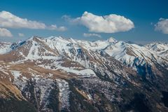 Καύκασος καλύπτει το shurovky ushba ουρανού βουνών βουνών τοπίων Καυκάσια κορυφογραμμή βουνών με τα καλύμματα χιονιού, Arkhyz, Ρω Στοκ Φωτογραφία