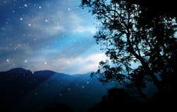 Καύκασος καλύπτει το shurovky ushba ουρανού βουνών βουνών τοπίων στοκ εικόνα