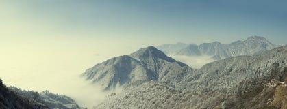 Καύκασος καλύπτει το shurovky ushba ουρανού βουνών βουνών τοπίων