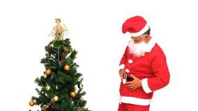 Κα Άγιος Βασίλης που διακοσμεί το χριστουγεννιάτικο δέντρο φιλμ μικρού μήκους