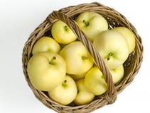 Καλάθι με τα μήλα Στοκ εικόνα με δικαίωμα ελεύθερης χρήσης