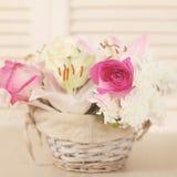 Καλάθι των λουλουδιών Στοκ εικόνες με δικαίωμα ελεύθερης χρήσης