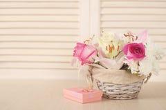 Καλάθι των λουλουδιών Στοκ Φωτογραφίες
